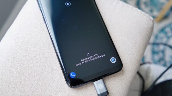 Ai cũng nghĩ sạc pin kiểu này hại smartphone nhưng tất cả đã nhầm - Ảnh 1.