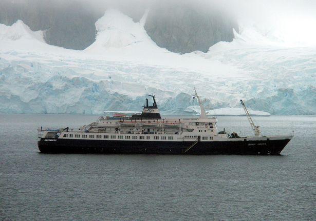 Bí ẩn con tàu ma trôi dạt vào bờ biển Mỹ, có thể đã bị chuột ăn thịt xâm chiếm - Ảnh 2.