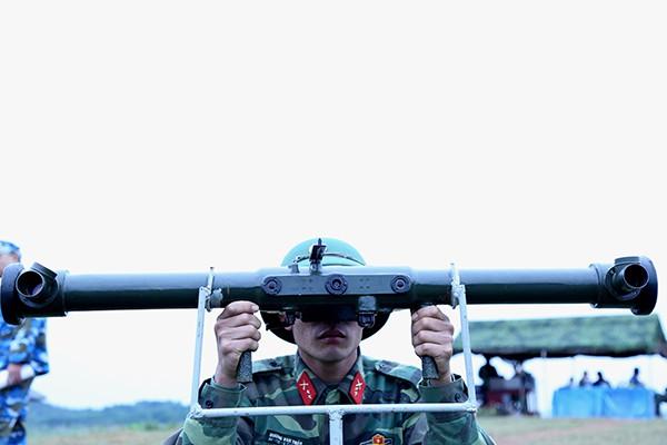 Cơ quan Chủ nhiệm Phòng không toàn quân tổ chức diễn tập chiến thuật, bắn đạn thật tên lửa phòng không tầm thấp, lực lượng Phòng không lục quân năm 2017 - Ảnh 2.