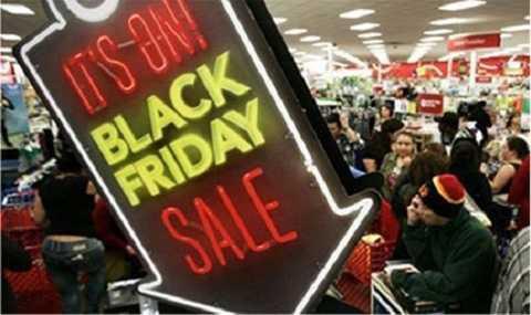 Black Friday: Nguồn cơn cho những cuộc hỗn chiến giật đồ mỗi mùa sales của hội cuồng shopping đến từ đâu? - Ảnh 1.