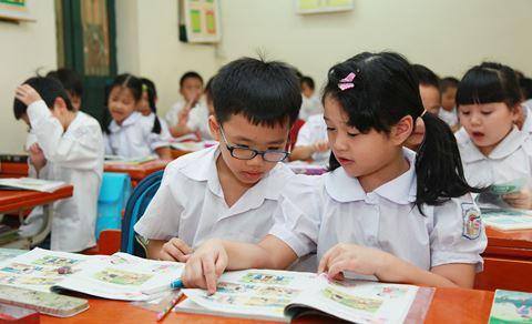 Lùi thời điểm ra sách giáo khoa mới tới năm học 2020-2021 - Ảnh 1.