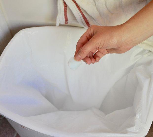 Đây là lý do rất thuyết phục để bạn cho bông gòn sạch vào sọt rác trong bếp - Ảnh 2.