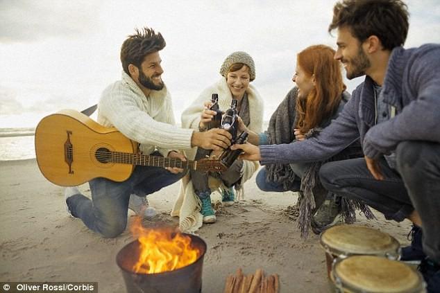 Khoa học lý giải: Vì sao cứ trời rét là ta lại thích ngồi bên lửa, nướng thịt, nướng ngô? - Ảnh 2.