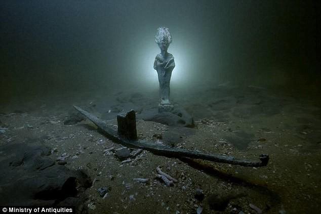 Phát hiện xác tàu đắm hơn 2.000 tuổi chứa kho báu khổng lồ ở dưới biển Ai Cập - Ảnh 1.
