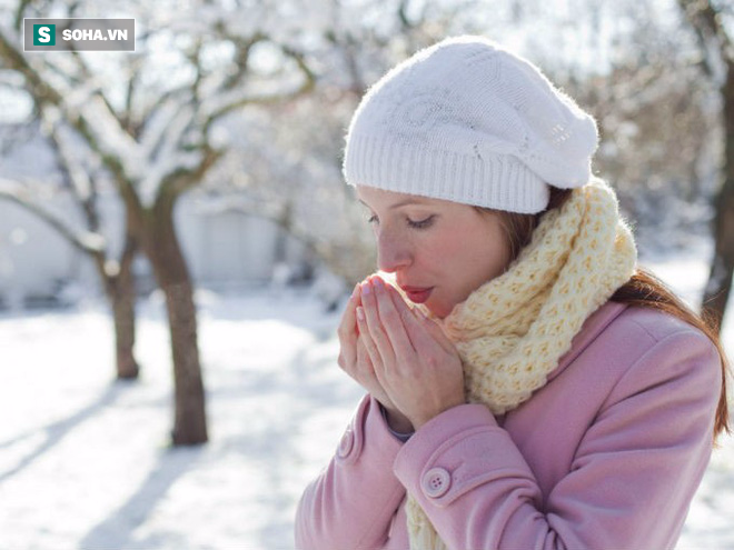 Bàn tay bàn chân thường xuyên bị lạnh: Đừng chủ quan, hãy xử lý sớm - Ảnh 1.