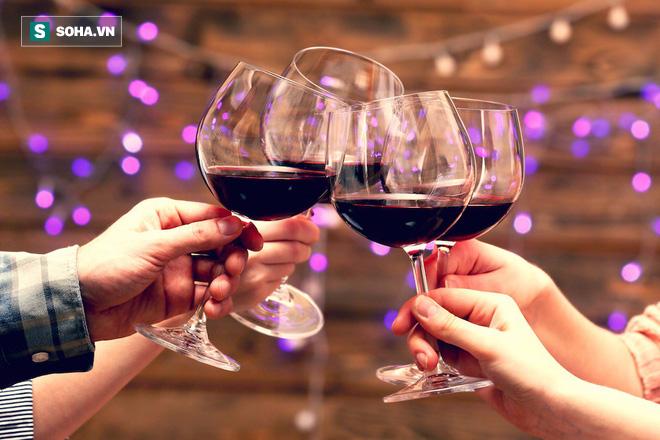 Trước khi uống bia rượu, nam giới hãy đọc kỹ 4 lời khuyên giảm tác hại này - Ảnh 1.