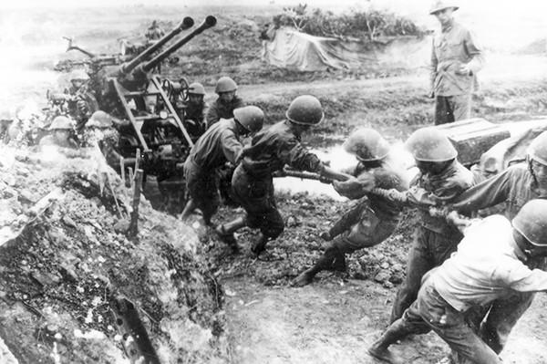 Pháo cao xạ bắn rơi Siêu pháo đài bay - Ảnh 1.