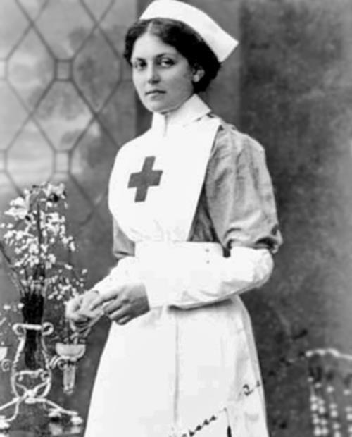 Đây chính là người phụ nữ may mắn nhất thế giới, xuất sắc vượt qua 3 thảm họa chìm tàu kinh điển - Ảnh 1.