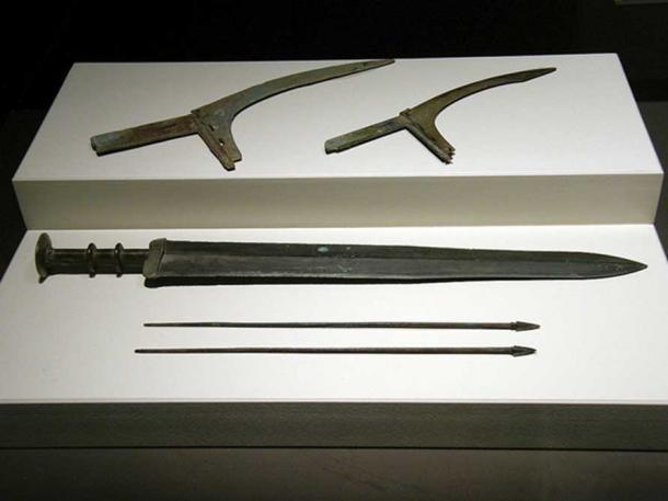 Bí ẩn về vũ khí của đội quân đất nung trong lăng mộ Tần Thủy Hoàng đã được giải mã! - Ảnh 2.