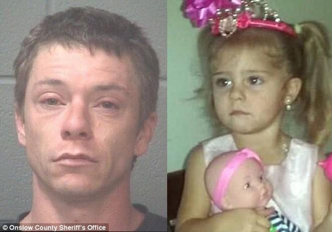 Cả năm trời không được gặp con, người cha suy sụp biết tin con gái 3 tuổi bị giết chết khi ở với mẹ và bạn trai - Ảnh 1.