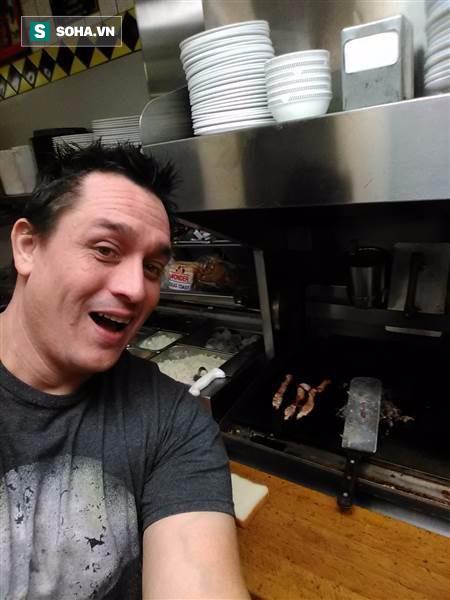 Nhân viên nhà hàng ngủ quên, khách đói bụng tự tiện mò vào bếp hành động - Ảnh 1.