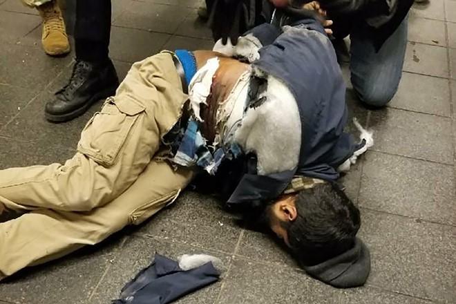 Khủng bố ở trung tâm New York: Nghi phạm bị bắt giữ, hàng trăm người thoát chết trong gang tấc - Ảnh 3.