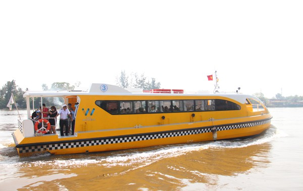 Buýt đường sông TP.HCM, đi 1 giờ chờ 3 tiếng - Ảnh 2.