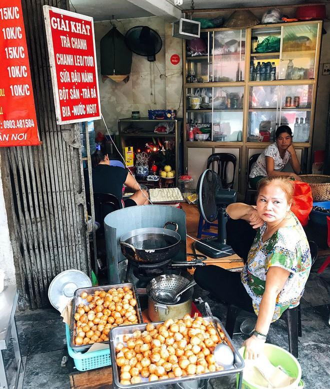 Mách bạn 4 hàng bánh rán chỉ từ 1k mà chủ hàng lúc nào cũng niềm nở, thân thiện ở Hà Nội - Ảnh 1.