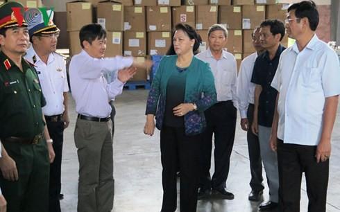 Chủ tịch Quốc hội thăm, động viên bà con vùng bão Khánh Hòa - Ảnh 1.