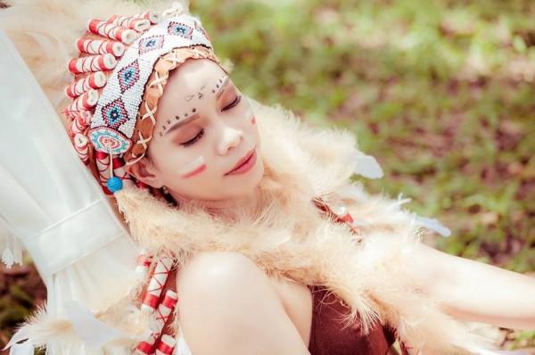 Thủ môn Kiều Trinh lần đầu chụp ảnh 'nóng', hóa sơn nữ gợi cảm - Ảnh 2.