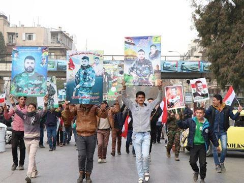 Syria: Hàng nghìn người xuống đường mừng lễ kỷ niệm 1 năm giải phóng Aleppo - Ảnh 1.