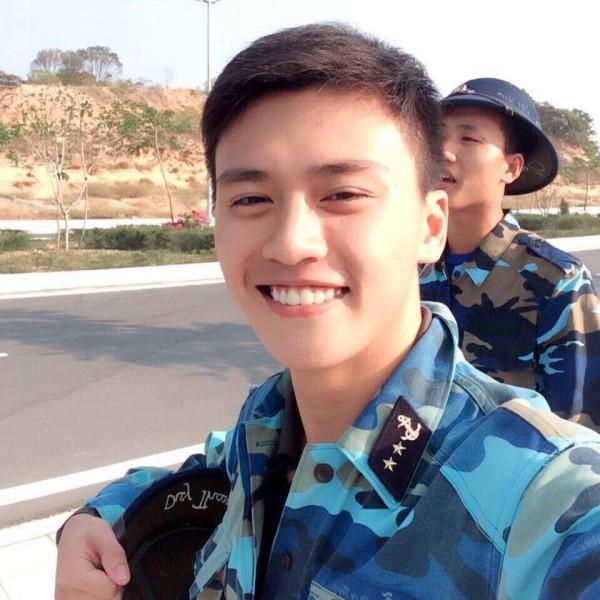 Ai nói sinh viên trường Quân đội không đẹp là chưa gặp 3 chàng lính cực kỳ điển trai này rồi! - Ảnh 1.