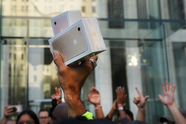 Scandal làm chậm iPhone: Apple đã tước đi quyền lựa chọn của khách hàng - Ảnh 1.