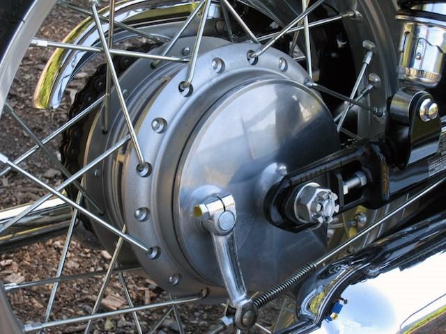 Đi xe máy bạn nhất định phải biết những cách phanh xe 'chuẩn không cần chỉnh' này - Ảnh 1.