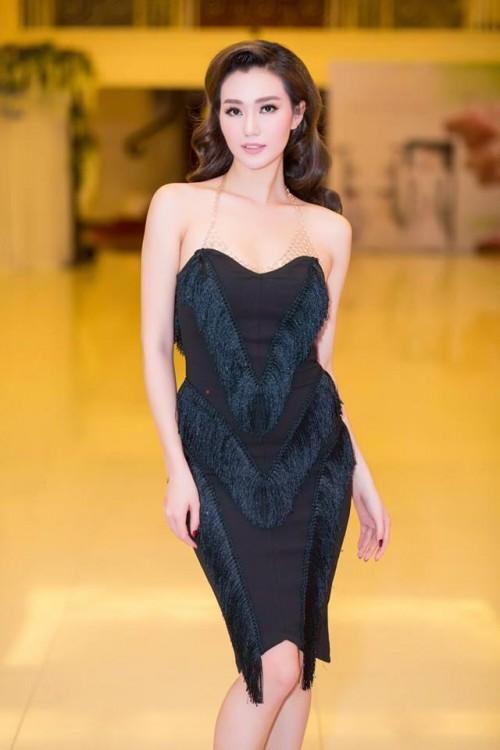 Vượt mặt hoa hậu, á hậu, đây là nữ diễn viên mặc gợi cảm ở mọi thảm đỏ 2017 - Ảnh 2.