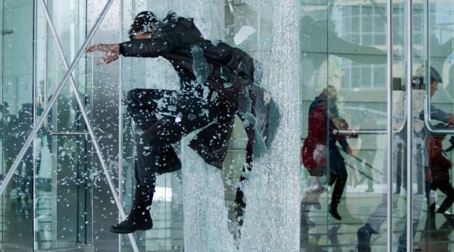 Những cảnh quay đi ngược định luật vật lý mà vẫn trở thành bom tấn thu hút vạn người xem - Ảnh 18.