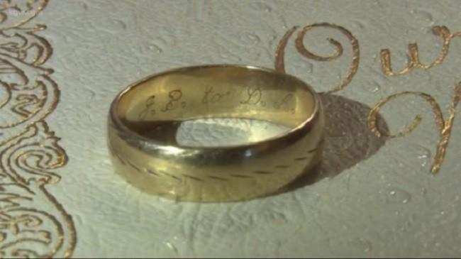 Đánh rơi nhẫn cưới từ rất nhiều năm trước, cặp vợ chồng không ngờ nó lại xa tít chân trời mà gần ngay trước mặt - Ảnh 1.