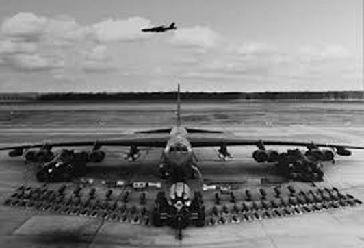 Người viết hồ sơ B-52 giữa lòng Hà Nội - Ảnh 1.