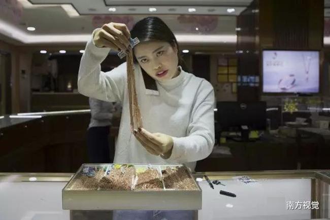 Ngôi làng nhiều vàng bạc châu báu nhất Trung Quốc: Xách túi nilon đựng vàng ròng đi ngoài đường cũng chẳng lo bị cướp - Ảnh 11.