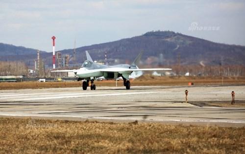 Lộ diện nguyên mẫu mới nhất của siêu tiêm kích Sukhoi T-50 - Ảnh 10.