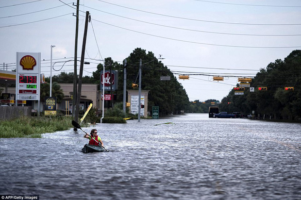 38 người chết và 48.700 ngôi nhà bị phá hủy sau cơn bão Harvey: Đây có thể chưa phải là thống kê thiệt hại cuối cùng - Ảnh 11.
