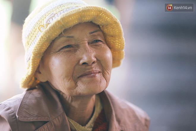 Hồng nhan thời trẻ nhưng về già chẳng chồng con, cụ bà 83 tuổi bầu bạn với thú hoang nơi phố núi Đà Lạt - Ảnh 12.
