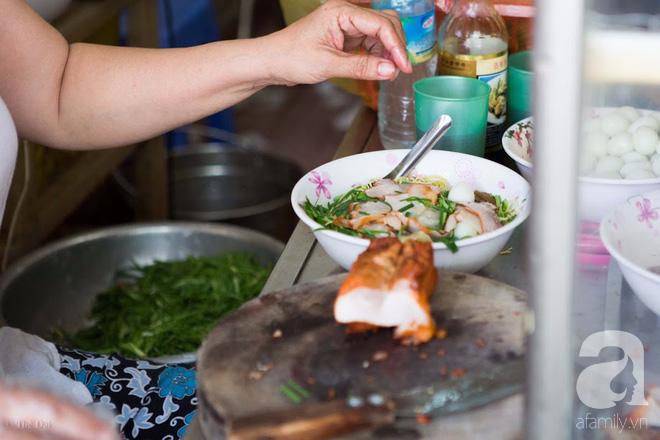 Có một tiệm mì vằn thắn gia truyền 3 đời, ăn là nghiện, không thử là thiệt ở Hà Nội, bạn đã biết chưa? - Ảnh 11.