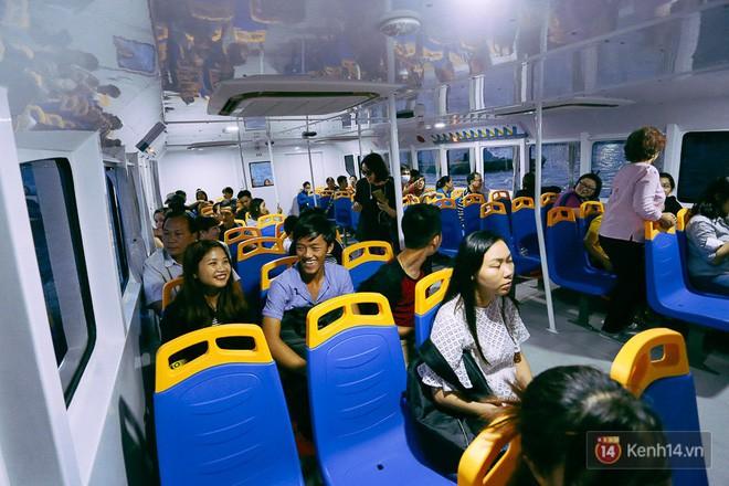 Buýt đường sông ở Sài Gòn cháy vé sau 10 ngày miễn phí, người dân chờ 2 tiếng mới được lên tàu - Ảnh 11.