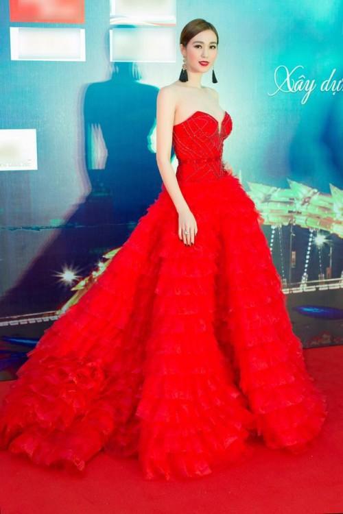 Vượt mặt hoa hậu, á hậu, đây là nữ diễn viên mặc gợi cảm ở mọi thảm đỏ 2017 - Ảnh 11.