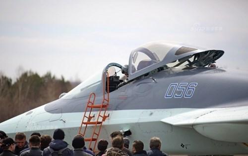 Lộ diện nguyên mẫu mới nhất của siêu tiêm kích Sukhoi T-50 - Ảnh 11.