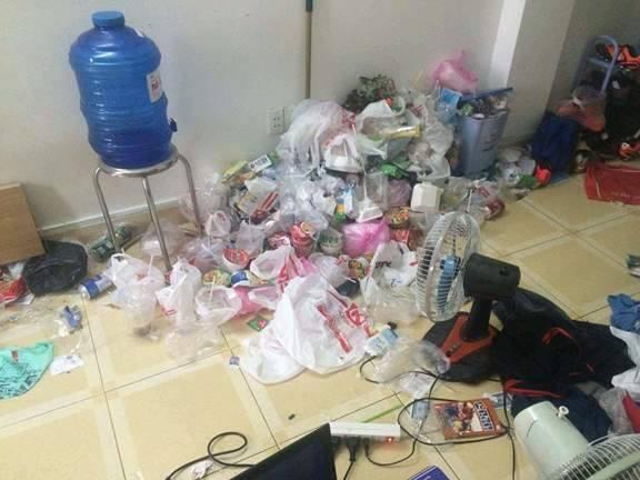 Lại thêm một căn phòng trọ như bãi rác khiến ta tự hỏi: Ở bẩn là hot trend năm nay ư? - Ảnh 12.