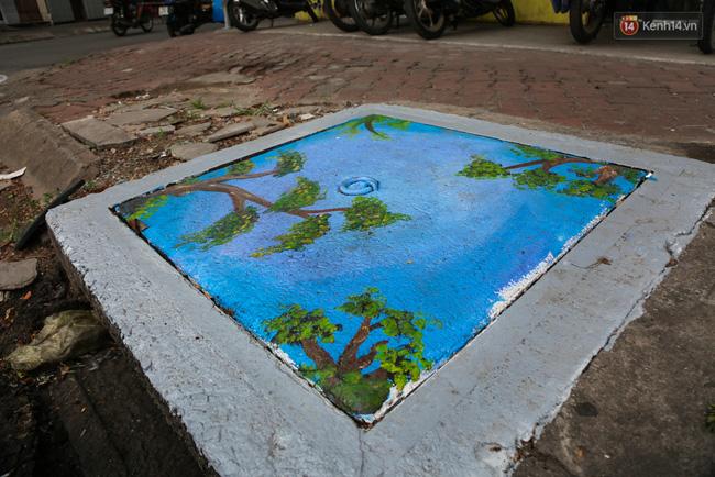 Nhìn những bức tranh trên nắp cống ở Sài Gòn đẹp như thế này, không ai nỡ xả rác nữa! - Ảnh 12.