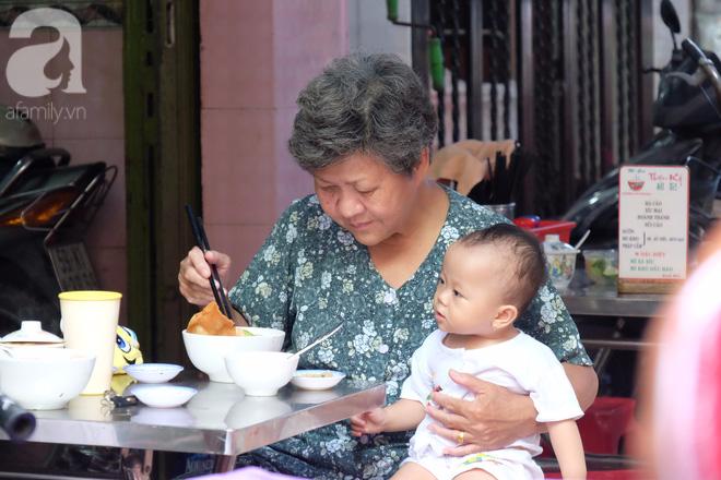 Ở Sài Gòn mà chưa xem xiếc mì, chưa ăn tô sủi cảo Thiệu Ký, bạn vẫn chưa hưởng hết lạc thú chánh hiệu Sài Gòn - Ảnh 12.