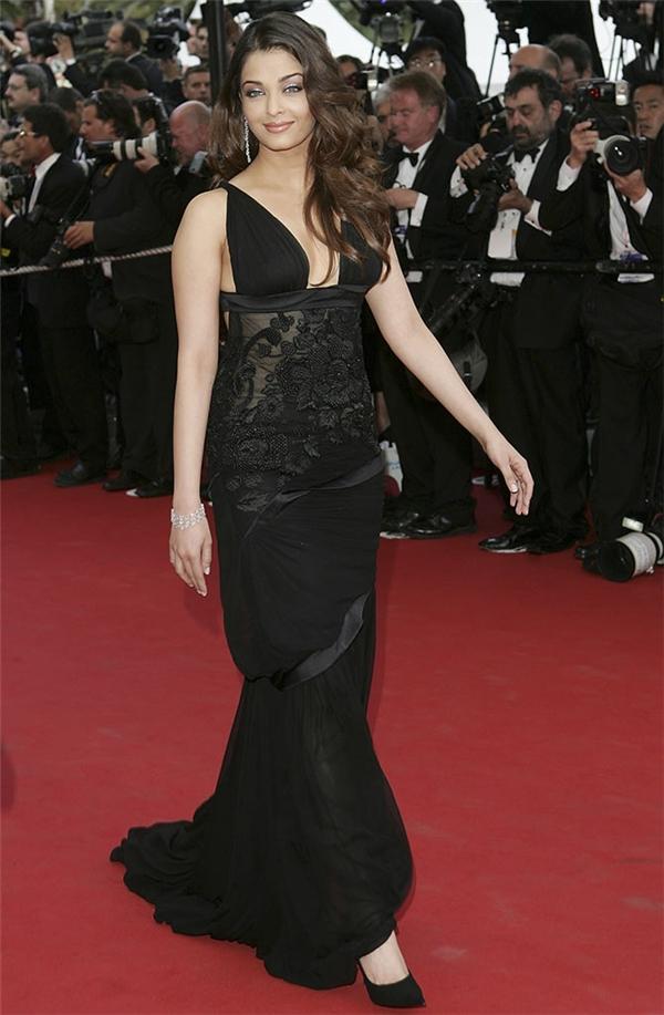 Hành trình 16 năm hóa nữ thần thảm đỏ Cannes của Hoa hậu Aishwarya Rai - Ảnh 6.