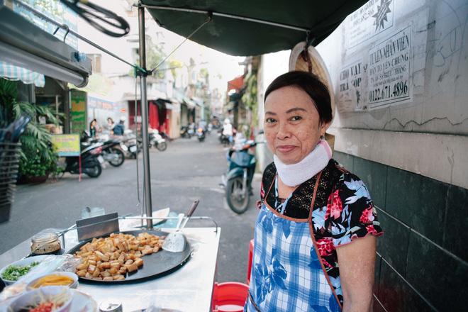 Chiều Sài Gòn lộng gió, ghé hẻm Cheo Leo ăn dĩa bột chiên giản dị mà gây nhớ gây thương suốt 43 năm - Ảnh 12.
