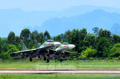 Trực thăng vũ trang, phản lực chiến đấu đồng loạt bắn, ném bom, tiêu diệt mục tiêu mặt đất - Ảnh 12.