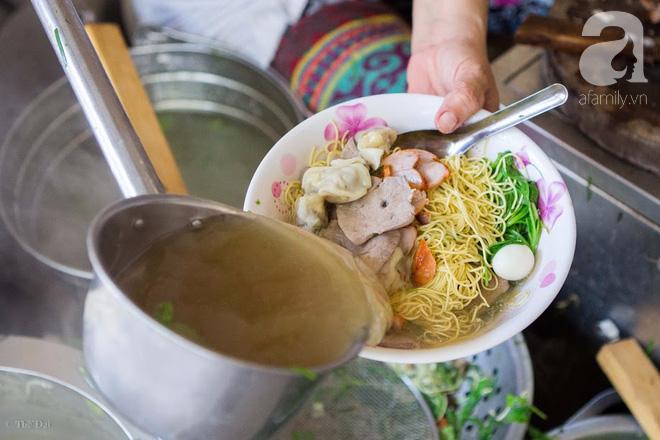 Có một tiệm mì vằn thắn gia truyền 3 đời, ăn là nghiện, không thử là thiệt ở Hà Nội, bạn đã biết chưa? - Ảnh 12.