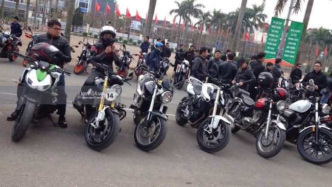 Một lần nữa, MC Anh Tuấn lại gây xúc động khi chạy chiếc xe của Trần Lập dẫn đoàn diễu hành trên phố - Ảnh 13.