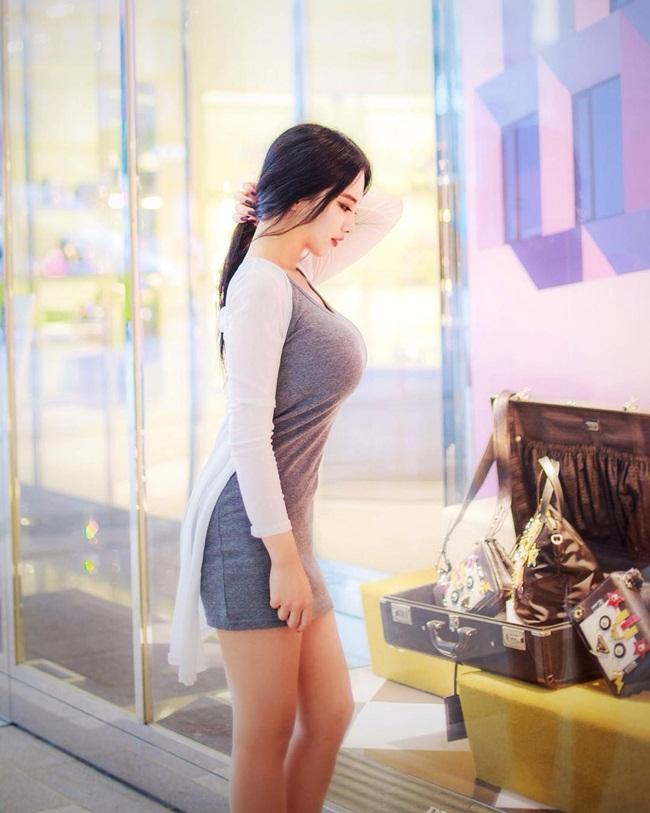Không khoe da thịt, cô gái vẫn khiến vạn người say vì thân hình gợi cảm - Ảnh 2.