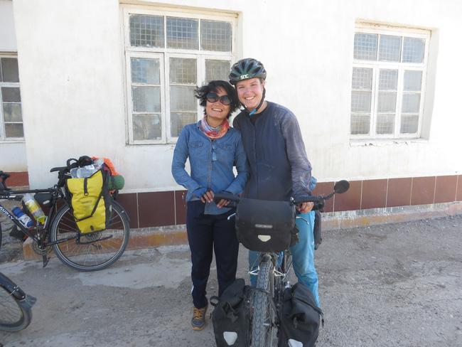Hành trình 291 ngày, 15.000km, 11 quốc gia, 1 lần suýt chết, và cái kết có hậu của cô gái đạp xe từ Việt Nam - Ảnh 13.