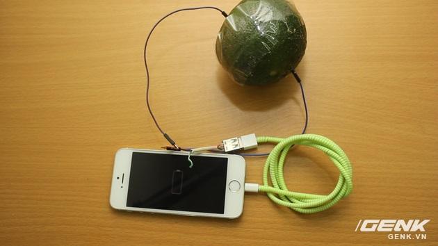 Hướng dẫn bạn đọc chế sạc pin dự phòng từ một quả cam, sạc được tới gần 40% pin cho iPhone - Ảnh 14.