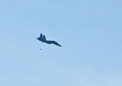 Sư đoàn Không quân 370 thực hành diễn tập bắn đạn thật - Ảnh 13.