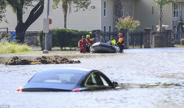 38 người chết và 48.700 ngôi nhà bị phá hủy sau cơn bão Harvey: Đây có thể chưa phải là thống kê thiệt hại cuối cùng - Ảnh 13.
