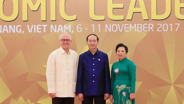 Áo tơ tằm Tổng thống Trump và lãnh đạo APEC mặc dự tiệc có gì đặc biệt - Ảnh 13.